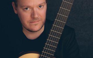 Finnischer Saitenvirtuose im Konzert